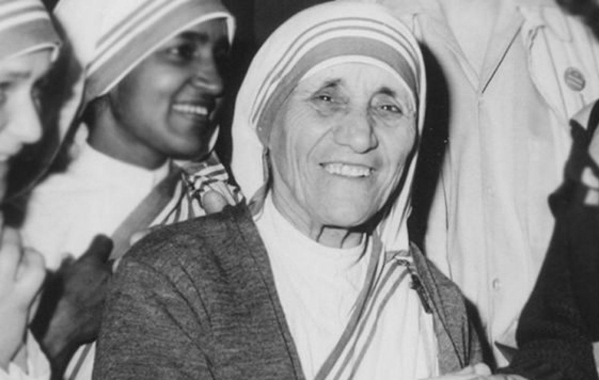 Santa Teresa de Calcutá: 108 anos de nascimento da freira